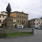 Il palazzo comunale e il monumento a Giovanni da Verrazzano, Greve in Chianti, Firenze. Autore e Copyright Marco Ramerini