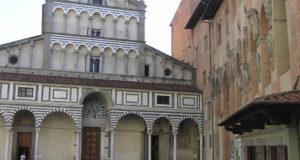 La facciata del Duomo di Pistoia. Autore e Copyright Marco Ramerini