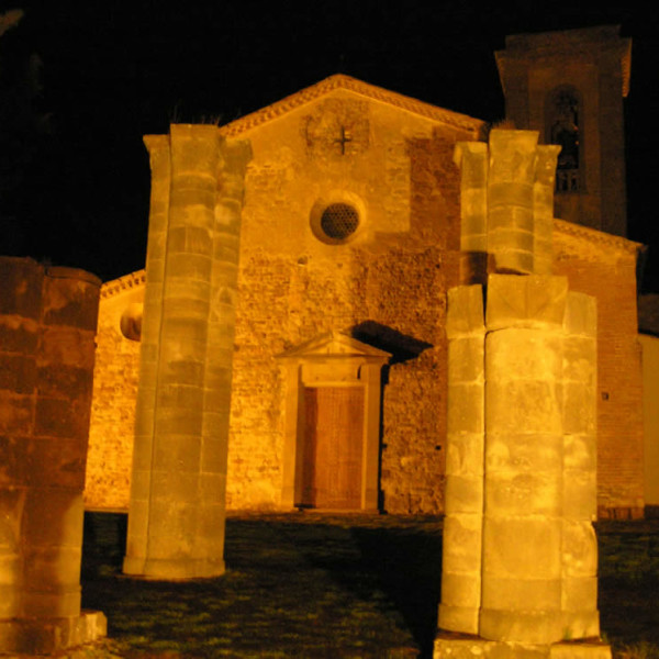 La facciata della Pieve di Sant'Appiano e i resti del Battistero, Barberino Val d'Elsa, Firenze. Autore e Copyright Marco Ramerini