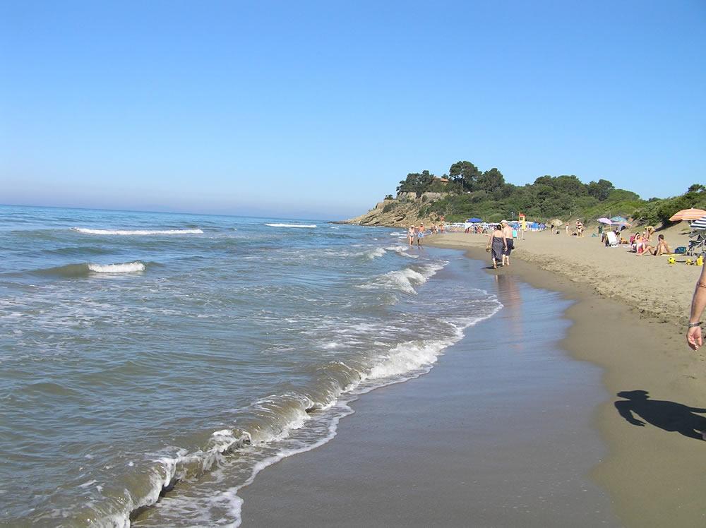 La spiaggia di castiglione della pescaia verso capezzolo author and