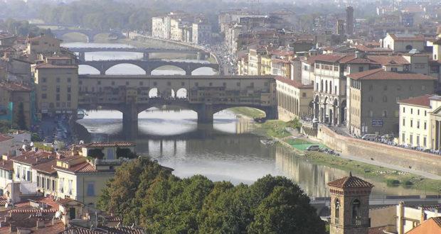 L'Arno e i ponti di Firenze. Author and Copyright Marco Ramerini