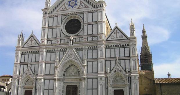 Fachada de la Basílica de Santa Croce, Florencia. Autor y Copyright Marco Ramerini
