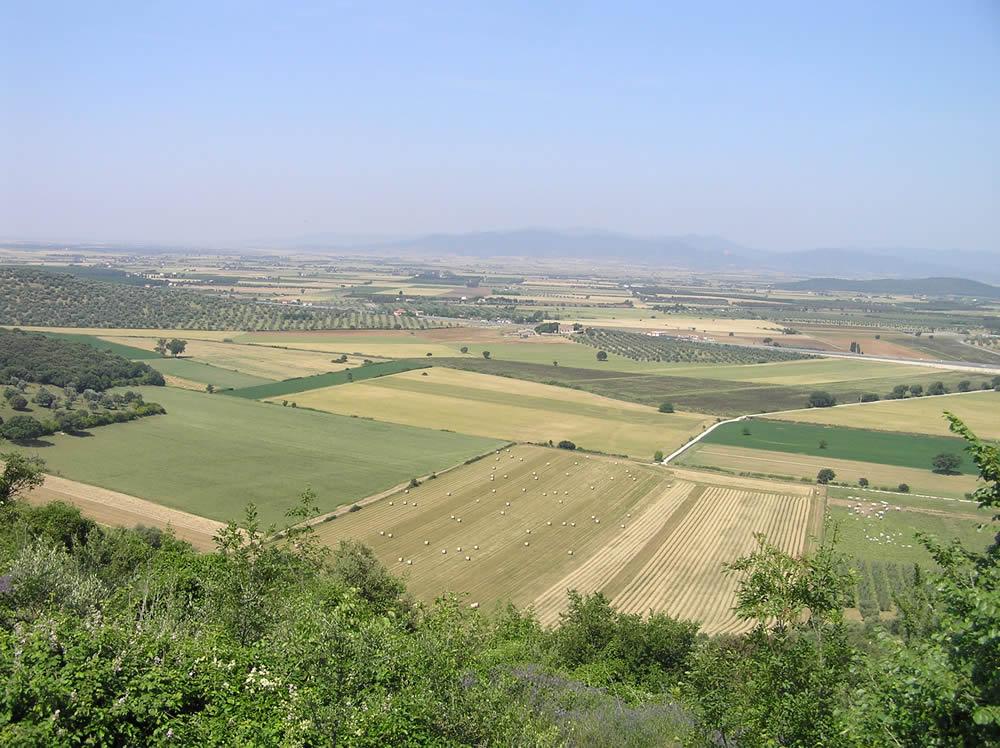 Il panorama che si ha dalla città di Roselle sulla pianura di Grosseto, qui in antichità era il Lago Prile, Grosseto. Author and Copyright Marco Ramerini