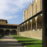 El primer claustro, Basílica de Santa Croce. Autor y Copyright Marco Ramerini