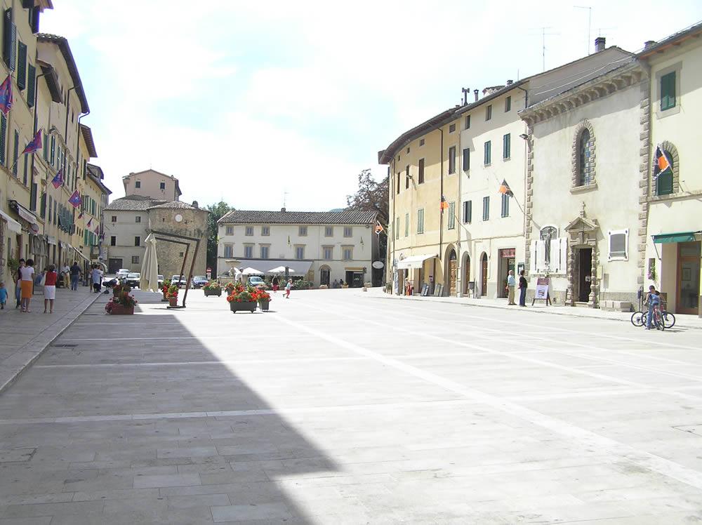 La piazza principale di Cetona, Siena. Author and Copyright Marco Ramerini