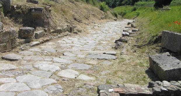 La strada principale di accesso alla città, Roselle, Grosseto. Author and Copyright Marco Ramerini