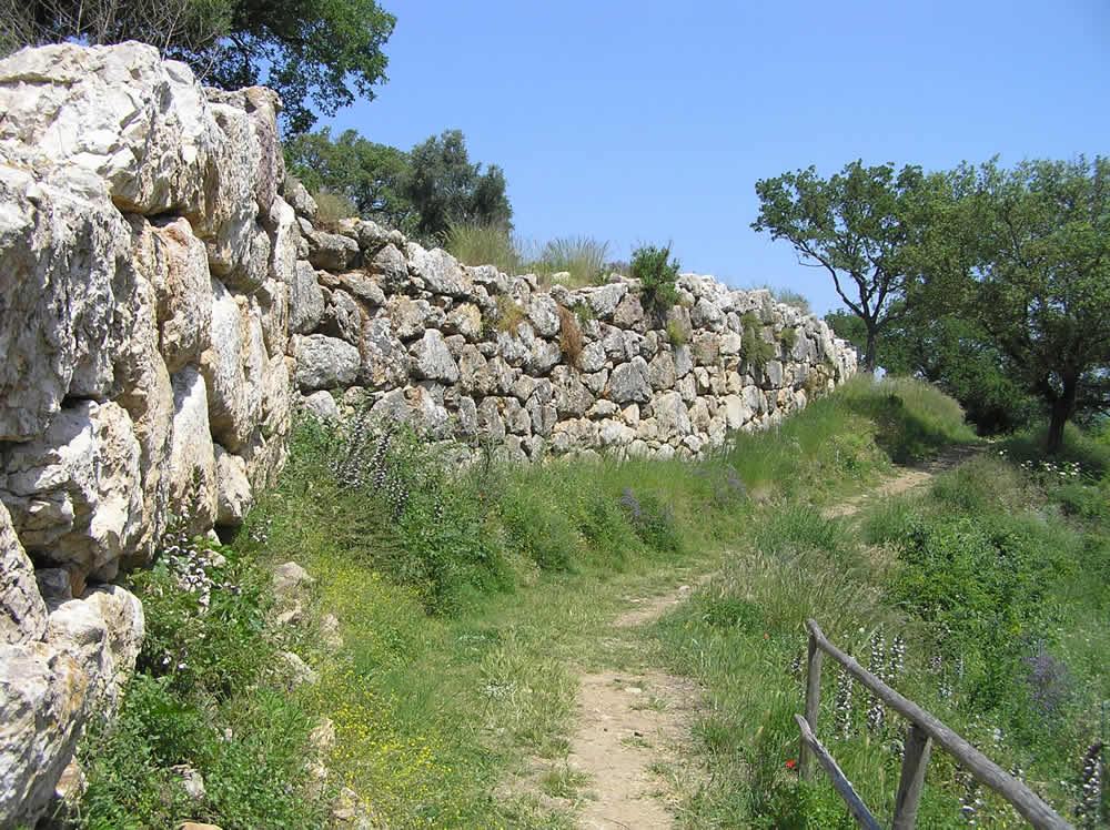 Le mura etrusche, Roselle, Grosseto. Author and Copyright Marco Ramerini