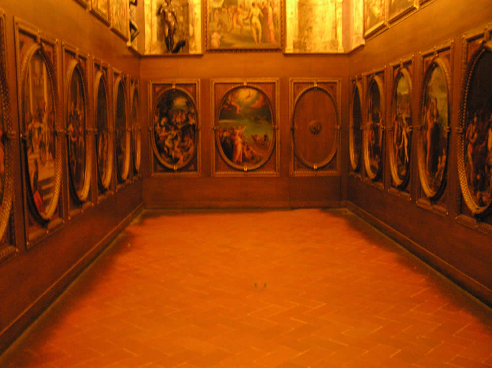 El Estudio de Francesco I, Salón de los Quinientos, Palazzo Vecchio, Florencia. Autor y Copyright Marco Ramerini