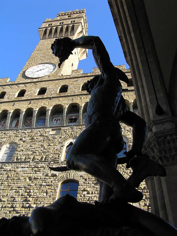 Perseo di Benvenuto Cellini. Loggia della Signoria o Loggia dei Lanzi, Piazza della Signoria, Firenze, Italia. Author and Copyright Marco Ramerini