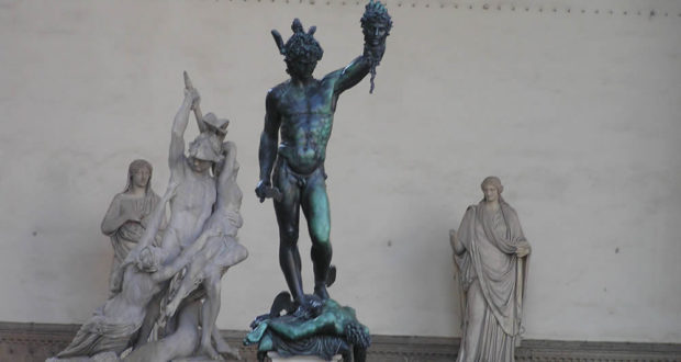 Perseo di Benvenuto Cellini. Loggia della Signoria o Loggia dei Lanzi, Piazza della Signoria, Firenze, Italia. Author and Copyright Marco Ramerini,,