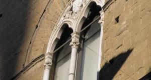 Una finestra, Orsanmichele, Firenze, Italia. Author and Copyright Marco Ramerini