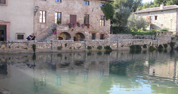 Bagno vignoni one of the most special squares of tuscany villages of tuscany - Bagno vignoni siena ...