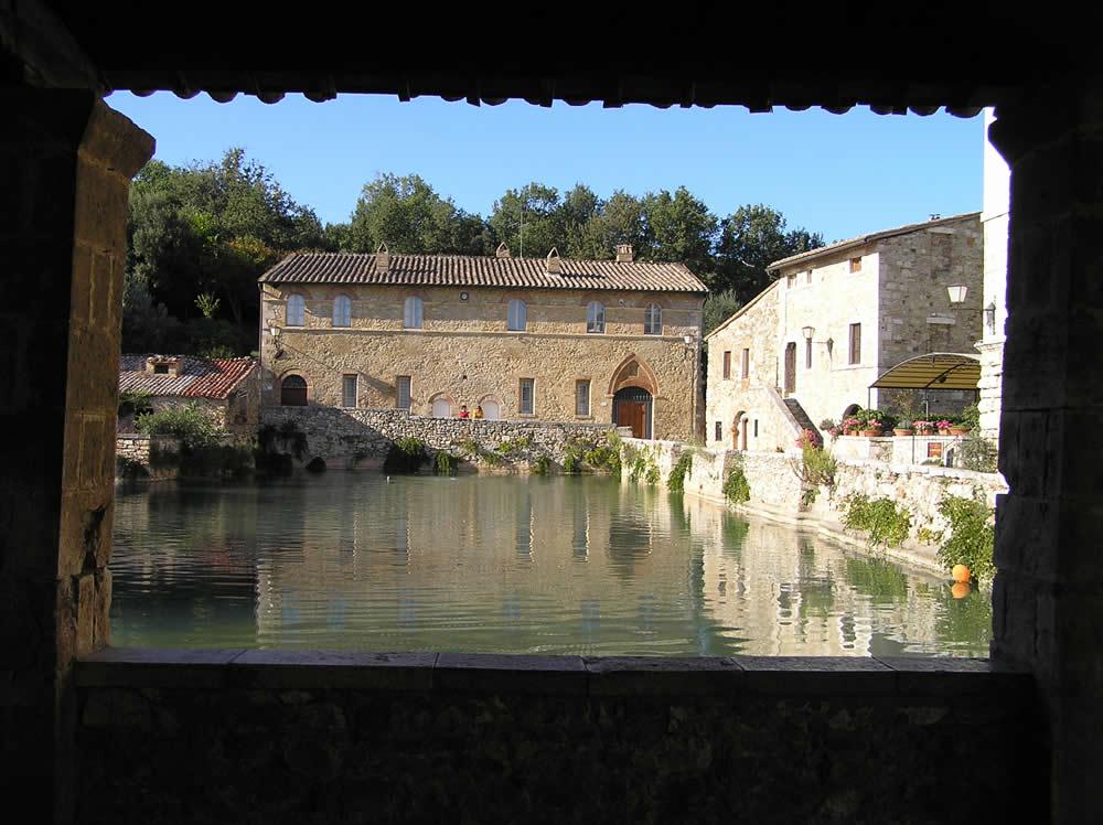 Bagno vignoni una delle pi particolari piazze della - Bagno a vignoni ...