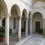 Il loggiato del cortile interno di Palazzo Orsini, Pitigliano, Grosseto. Author and Copyright Marco Ramerini