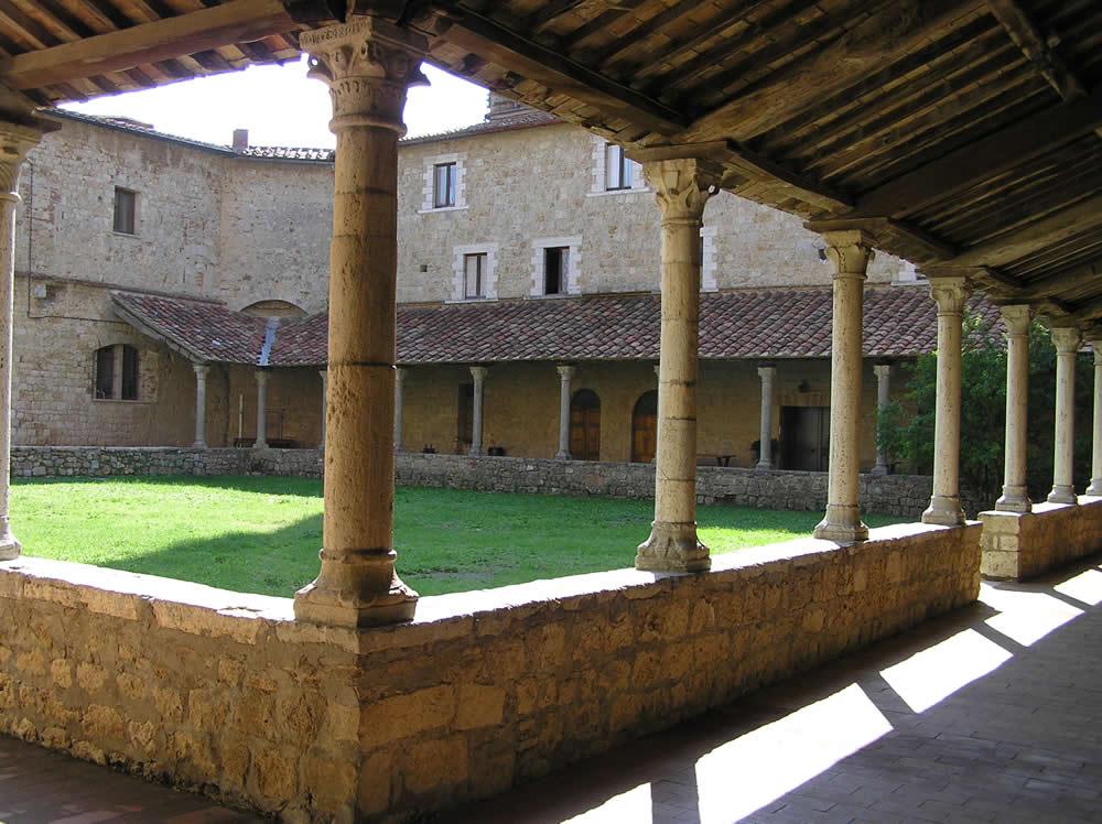 Il Chiostro del Convento della Chiesa di Sant'Agostino, Massa Marittima, Grosseto. Author and Copyright Marco Ramerini