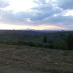 Paesaggio nei pressi delle Montigliane, sullo sfondo le Alpi Apuane. Autore Marco Ramerini.