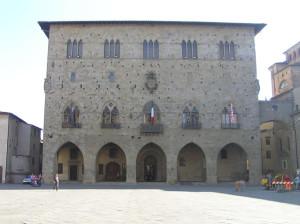 Il Palazzo Comunale, Pistoia. Autore e Copyright Marco Ramerini
