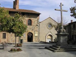 Il Palazzo Comunale e la Chiesa di San Francesco, Lucignano, Arezzo. Autore e Copyright Marco Ramerini