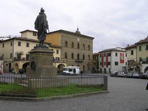 Le palais municipal et le monument à Giovanni da Verrazzano, Greve in Chianti, Florence. Auteur et Copyright Marco Ramerini