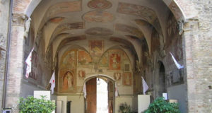 The frescoed ceiling of the entrance courtyard of the Palazzo dei Vicari, Scarperia. Author and Copyright Marco Ramerini