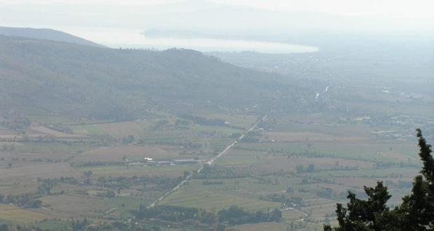 El Val di Chiana, visto desde Cortona, y al fondo el lago Trasimeno. Autor y Copyright Marco Ramerini