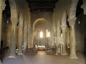 L'interno della Pieve di Gropina, Loro Ciuffenna, Arezzo. Autore e Copyright Marco Ramerini.