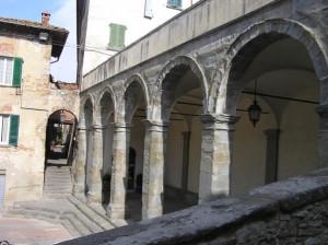 Loggiato, Lucignano, Arezzo. Autore e Copyright Marco Ramerini