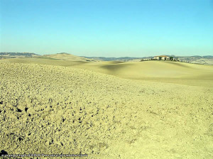 Octubre, campo cerca de Bagno Vignoni, Val d'Orcia, Siena. Autor y Copyright Marco Ramerini