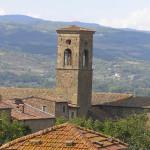 Parte del borgo di Poppi e l'Abbazia di San Fedele, Poppi, Arezzo. Autore e Copyright Marco Ramerini