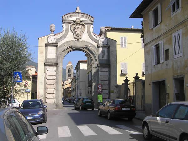 Porta Fiorentina, Pescia, Pistoia. Author and Copyright Marco Ramerini