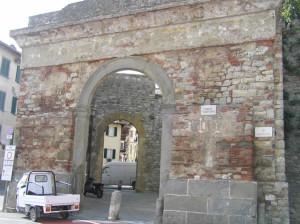 Porta San Giovanni, Lucignano, Arezzo. Autore e Copyright Marco Ramerini