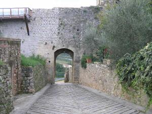 Porta di San Giovanni o Porta Fiorentina. Monteriggioni, Siena. Autore e Copyright Marco Ramerini