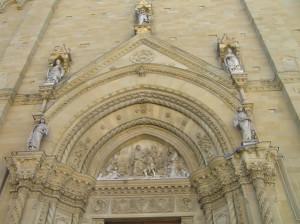 Portale del Duomo, Arezzo. Autore e Copyright Marco Ramerini