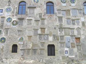 Stemmi sul Palazzo dei Vicari, Scarperia. Autore e Copyright Marco Ramerini