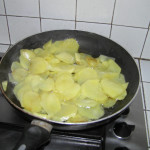 Friggere le Patate. Baccalà in Umido con Patate. Author and Copyright Laura Ramerini