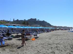 La spiaggia di Castiglione della Pescaia e il Castello. Author and Copyright Marco Ramerini