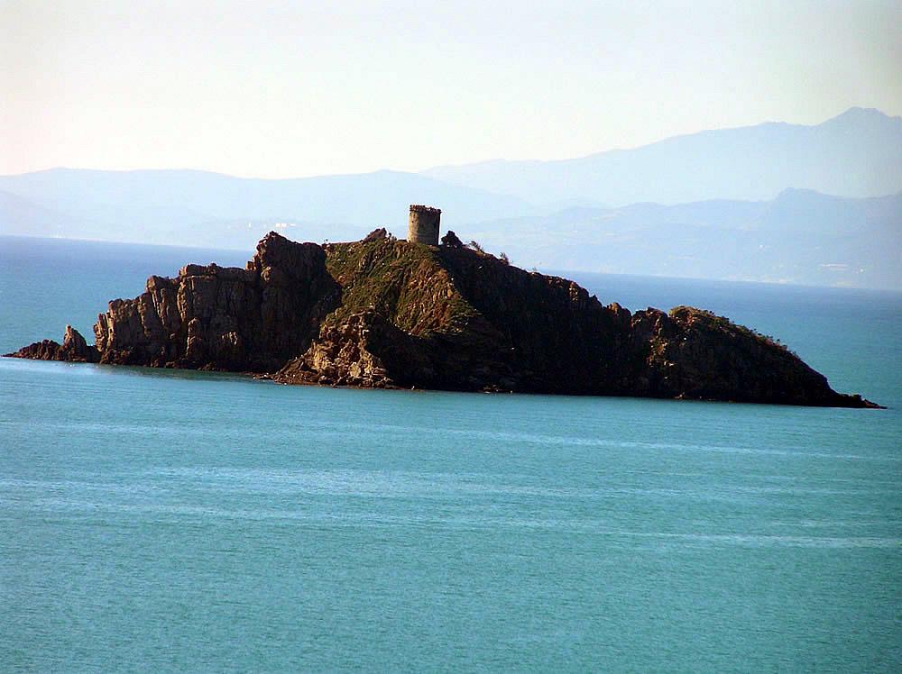 Lo Scoglio dello Sparviero (o Troia), Punta Ala, Castiglione della Pescaia. Autor y Copyright Marco Ramerini