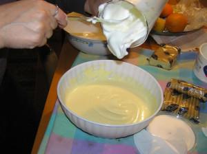 Mischiare l'albume montato a neve con la crema di tuorlo d'uovo e mascarpone. Tiramisù. Author and Copyright Laura Ramerini
