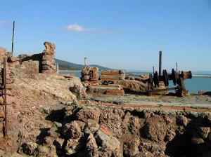 Resti di strutture sotto il Castello delle Rocchette, Castiglione della Pescaia. Author and Copyright Marco Ramerini