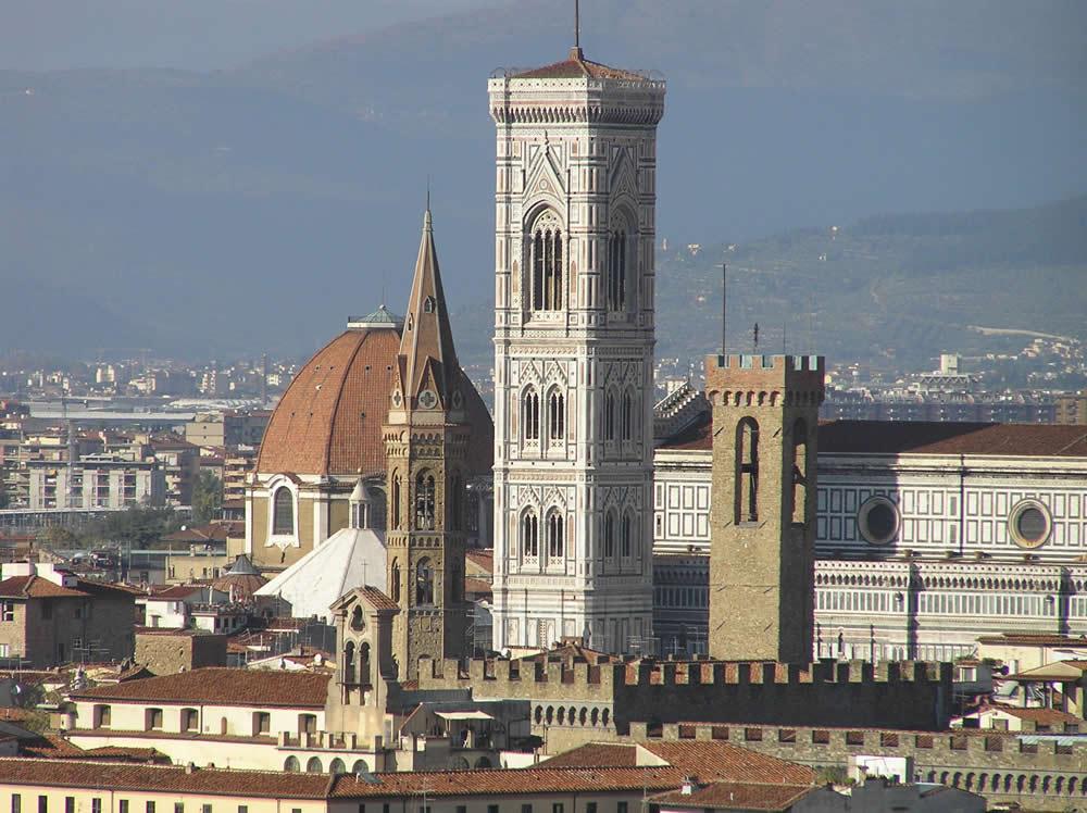 Le campanile de Giotto à partir de Piazzale Michelangelo, Florence. Author and Copyright Marco Ramerini