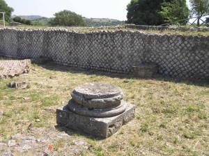 Basamento di una colonna, Basilica Civile, Roselle, Grosseto. Author and Copyright Marco Ramerini