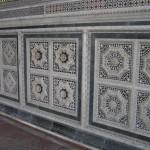Dettaglio della recinzione marmorea del coro superiore (XIII secolo). Basilica di San Miniato al Monte, Firenze. Author and Copyright Marco Ramerini