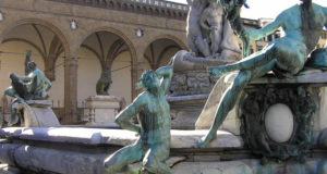 La fontaine de Neptune (Biancone) par Bartolomeo Ammannati, Piazza della Signoria, Florence. Author and Copyright Marco Ramerini,