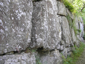 I massi imponenti delle mura Etrusche, Roselle, Grosseto. Author and Copyright Marco Ramerini