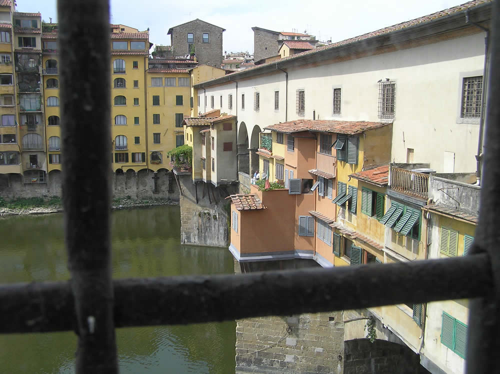 Il Ponte Vecchio visto dal Corridoio Vasariano, Firenze, Italia. Author and Copyright Marco Ramerini.