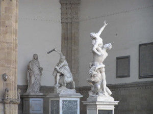 Il Ratto delle Sabine del Giambologna, Loggia della Signoria o Loggia dei Lanzi, Piazza della Signoria, Firenze, Italia. Author and Copyright Marco Ramerini,