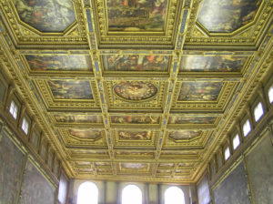 El techo del Salón de los Quinientos del Palazzo Vecchio, Florencia, Italia. Autor y Copyright Marco Ramerini