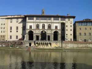 L'Arno e la Galleria degli Uffizi, Firenze. Author and Copyright Marco Ramerini
