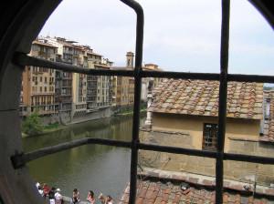 L'Arno visto dal Corridoio Vasariano, Firenze, Italia. Author and Copyright Marco Ramerini
