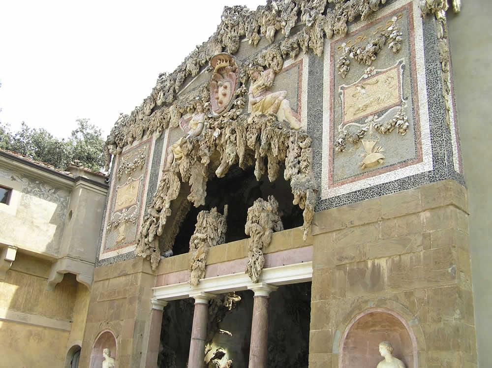 La facciata della Grotta del Buontalenti, Giardino di Boboli, Firenze, Italia. Author and Copyright Marco Ramerini